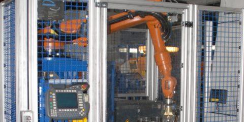 Automatisiertes Entgraten mit KUKA Roboter, Entgratzelle